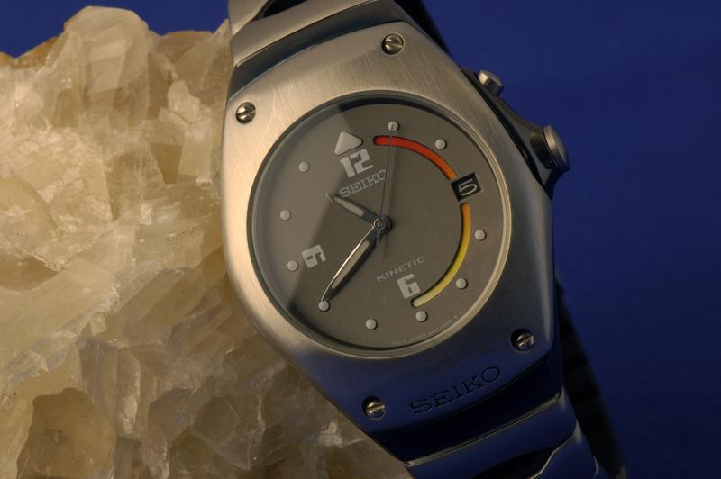 Feu de vos montres à fond anthracite Seiko_kinetic